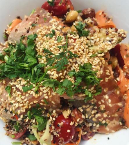 παπαρδέλες λαχανικών-κινόα-σολομός-φιστίκια