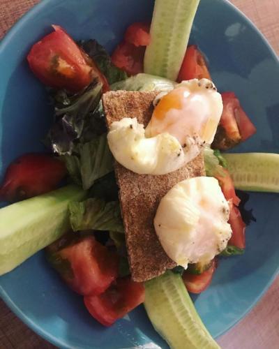 σαλάτα με αυγά ποσέ